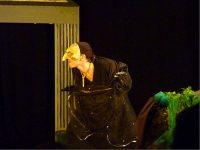 Pulcinella est Hécate au théâtre. Mise en scène Amy Eckmeder. 2011